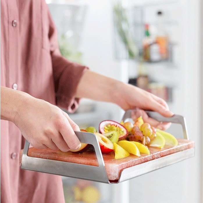 Salzstein-als-Servierplatte-fuer-Desserts-und-Obst